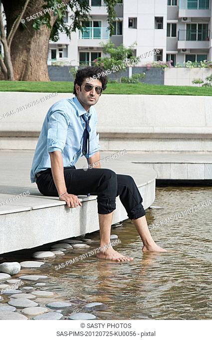 Businessman enjoying at poolside