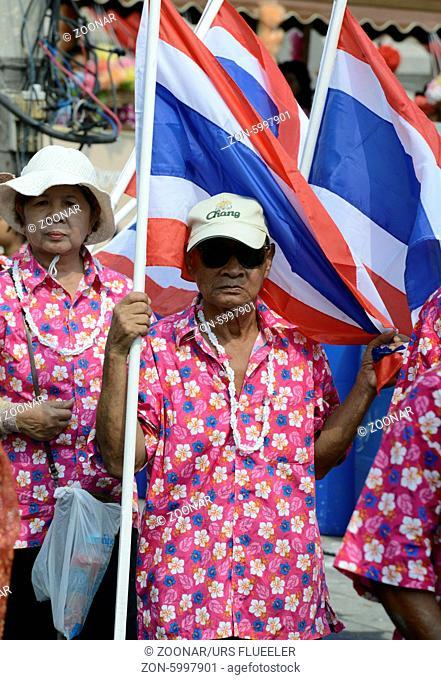 Das Songkran Fest oder Wasserfest zum Thailaendischen Neujahr ist im vollem Gange in Ayutthaya noerdlich von Bangkok in Thailand in Suedostasien
