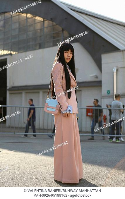 A chic showgoer posing outside the Aujourlejour runway show during Milan Fashion Week - Sept 24, 2017 - Photo: Runway Manhattan/Valentina Ranieri ***For...