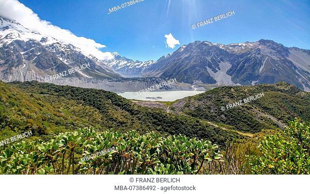 New Zealand, Tongariro Alpine Crossing, snowy mountains