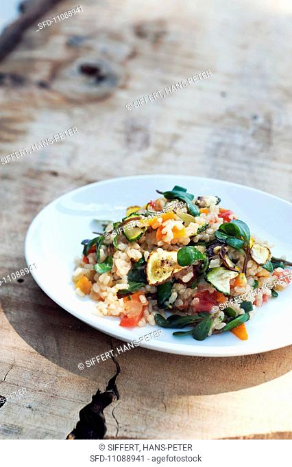 Wholemeal risotto with purslane, courgettes and tomatoes