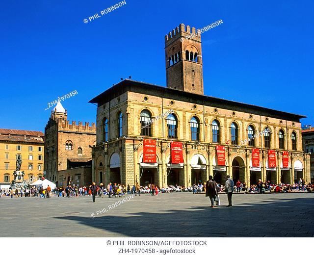 Bologna, Emilia-Romagna, Italy. Piazza Maggiore (main square). Palazzo del Podesta (Palazzo del Re Enzo behind)