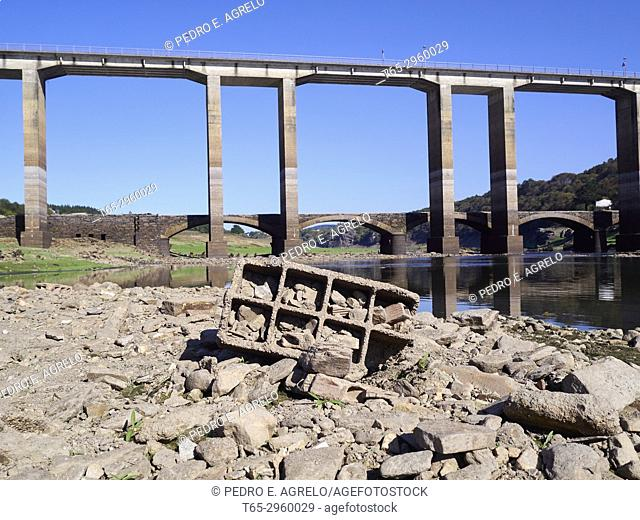 Severe drought suffered by the Peninsular Northwest. Image of bridges, one old and one modern, in the Portomarin reservoir, Lugo Bathed by the Miño River
