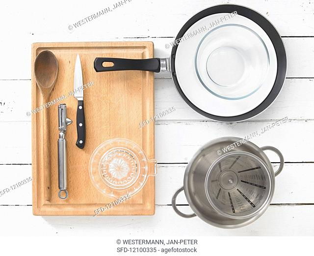 Kitchen utensils for the preparation of rice pudding with mango and lime