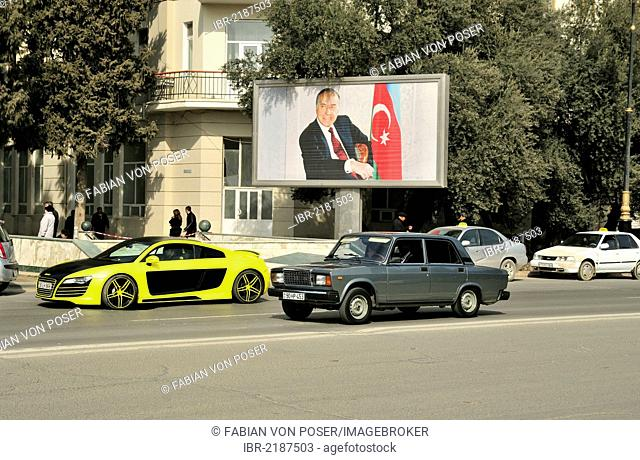 Poster with an image of Heydar Aliyev, 1923 - 2003, from 1993 to 2003 President of the Republic of Azerbaijan and Azerbaijani Dynast, on the beach promenade