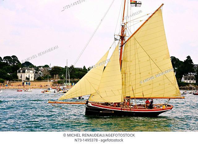 France, Morbihan 56, The Gulf of Morbihan Gulf during the week of May 30 to June 5, 2011, the work boats, pilot cutter, le Saint-Michel II second bateau de...