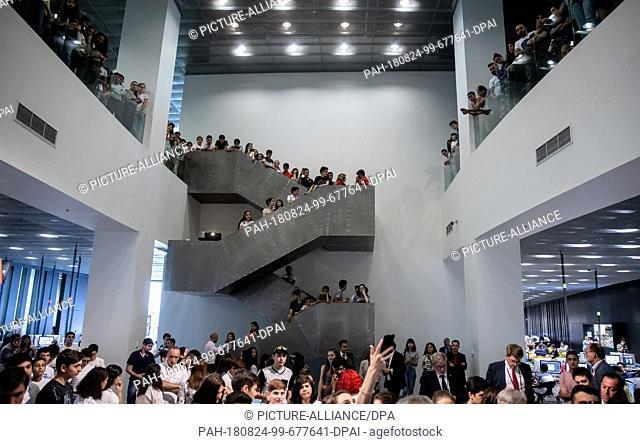 24 August 2018, Armenia, Yerevan: Students observe German Chancellor Angela Merkel (CDU) visiting the Tumo-Center for Creative Technologies
