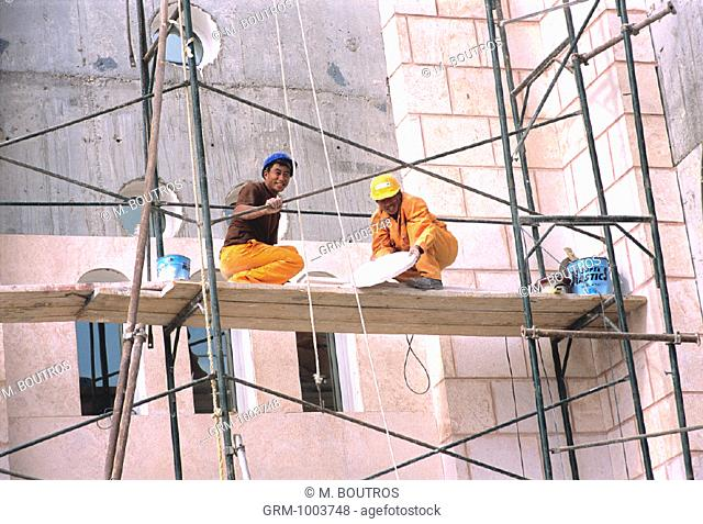 Chinese construction workers building a mosque in Dubai, UAE