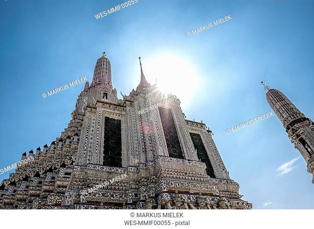 Thailand, Bangkok, temple Wat Arun at backlight