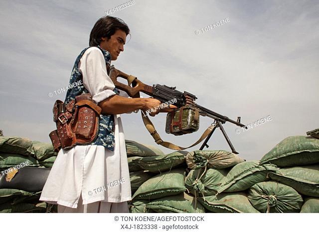 Estimated 10 000 Arbaki fighterswarlords in Kunduz province