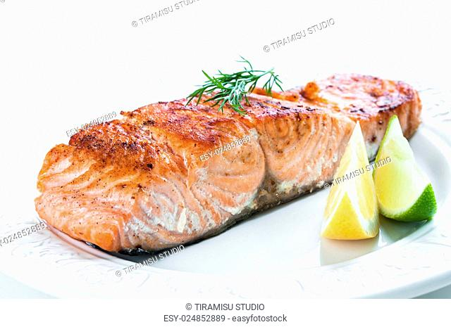 Grilled salmon fillet with lemon, lime and dill