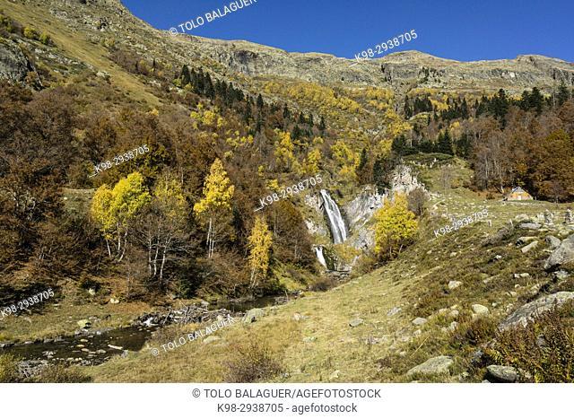 cascada del Saut deth Pish, valle de Varradós, Aran, Lerida, Pyrenees Mountains, Spain