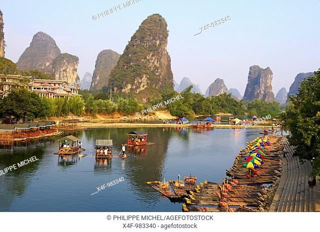 Karst peaks and Li River, Yangshuo, Guilin, Guangxi, China