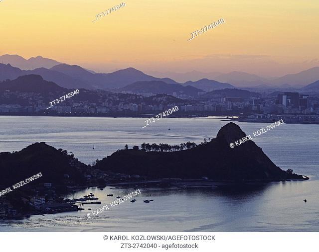 Brazil, State of Rio de Janeiro, Sunset over Rio de Janeiro viewed from Parque da Cidade in Niteroi