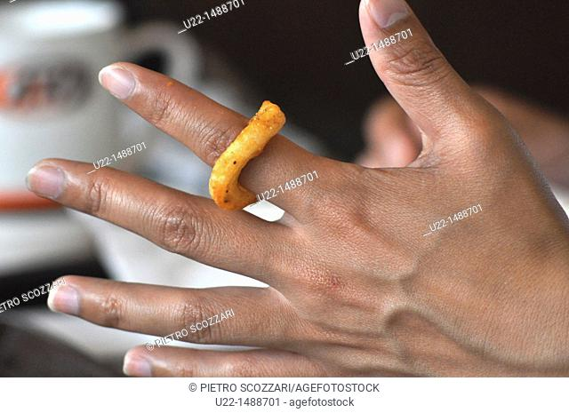 Ginowan (Japan): ring-shaped French fry in an American fast-food by the marina