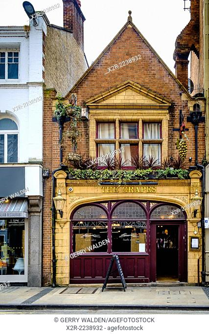 'The Grapes' is the only surviving Victorian public house in Oxford and is situated on George Street