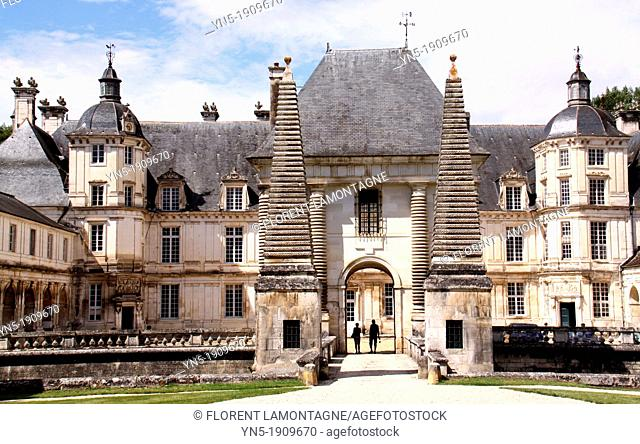 Tonw of France, Burgundy, Yonne, Tanlay, view of the castle