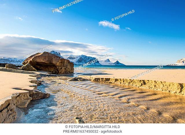 Hauklandstranda (Haukland beach), Leknes, Vestvågøy, Vestvågøya, Lofoten, Nordland, Norway, March 2017, looking southwest / Hauklandstranda (Haukland Strand)