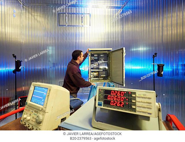 Test climate at high and low temperatures. Climate Chamber. Artificial aging test. Environmental Test Laboratory. Development and Certification Laboratories for...