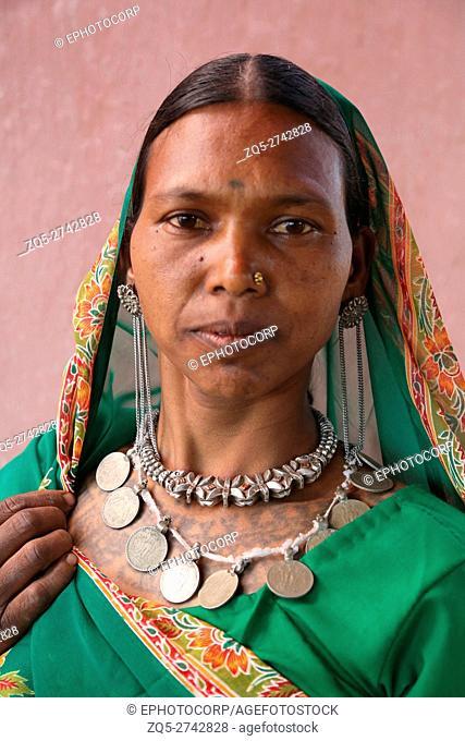 Woman wearing traditional silver Jewelry on neck, KHAIRWAR TRIBE, Chiniya village, Dist Balrampur, Chattisgarh, India