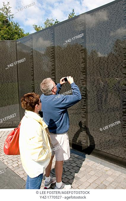 USA Washington DC, wall honoring fallen soldiers at Vietnam War Memorial on the National Mall