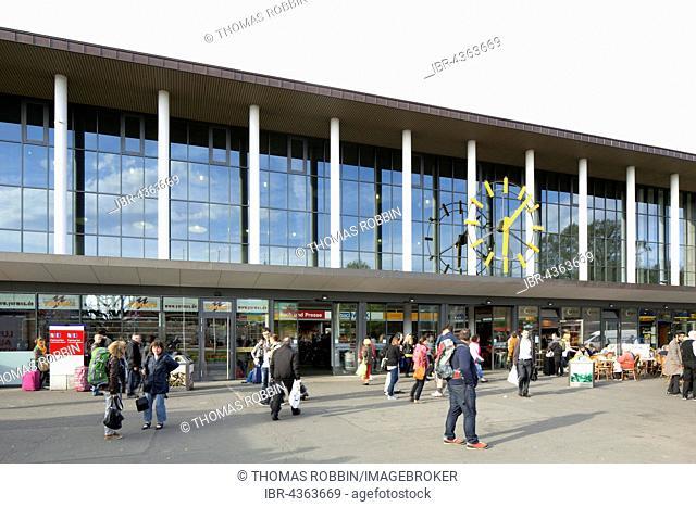Reception building of the main railway station Würzburg, Würzburg, Lower Franconia, Bavaria, Germany