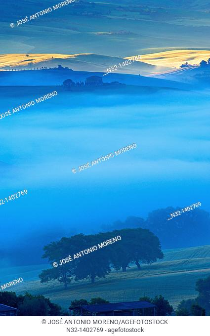 Val d'Orcia  Orcia Valley at dawn  Morning fog  UNESCO World Heritage Site  San Quirico d'Orcia  Siena Province  Tuscany  Tuscany landscape  Italy  Europe