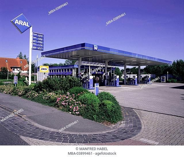 Germany, Lower Saxony, Wittmund, gas station, Aral, no property release, economy, fills up, oil-concern, self-service-gas station, price-blackboard, fuel-prices