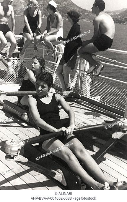 Album Corfu , Athens and the Bay of Kotor : Two women train with the rower on board a cruise ship, shot 1935 by Balocchi Vincenzo