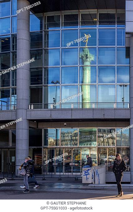 REFLECTION OF THE STATUE 'THE SPIRIT OF FREEDOM' ON THE GLASS FACADE OF THE OPERA BASTILLE, POSTER FOR THE BALLET 'SLEEPING BEAUTY', PLACE DE LA BASTILLE