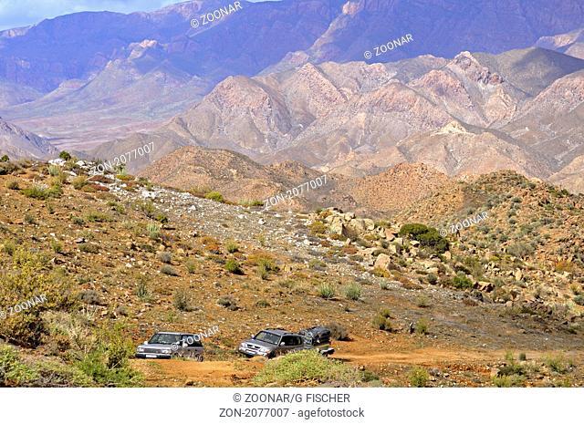 Geländewagen auf Allradstrecke im Richtersveld Nationalpark, Südafrika / Landrover on a 4x4 track inRichtersveld,Transfrontier National Park, South Africa