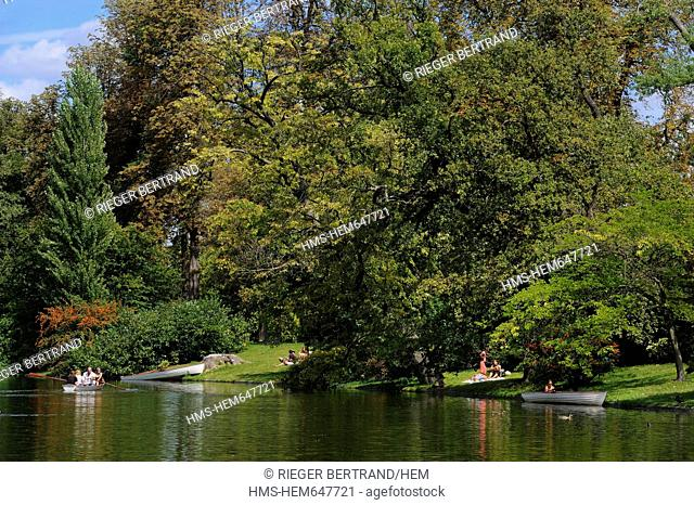 France, Paris, boat ride around the islands of the Lac Inferieur Lower Lake
