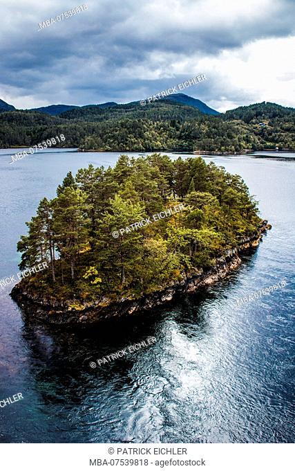 Norway, Møre og Romsdal, Skodke, islands in the fjord