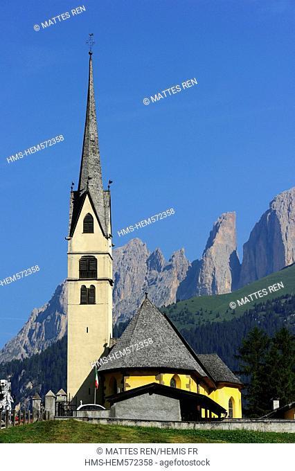 Italy, Trentino-Alto Adige, autonomous province of Bolzano, Dolomites, Val di Fassa, Canazei and in the background the Gruppo del Sella