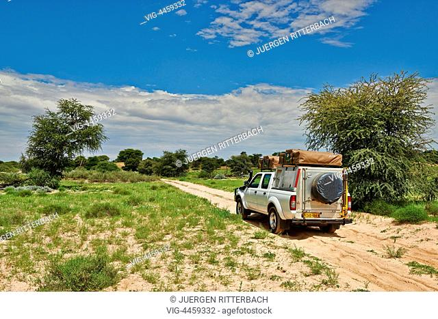4x4 in landscape of Kgalagadi Transfrontier Park, Mabuasehube Section, Kalahari, South Africa, Botswana, Africa - Kgalagadi Transfrontier Park, South Africa
