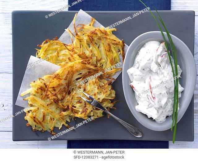 Rösti (fried Swiss potato cake) with herb quark