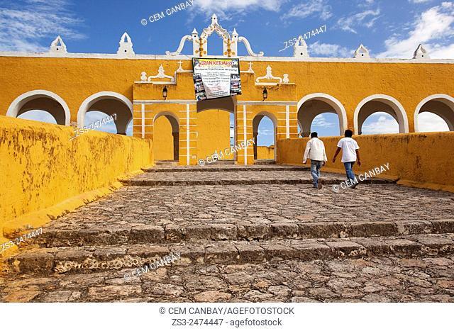 Young Mexicans in front of the Monastery, Convent Of San Antonio De Padua, Izamal, Yucatan, Yucatan Province, Mexico, Central America