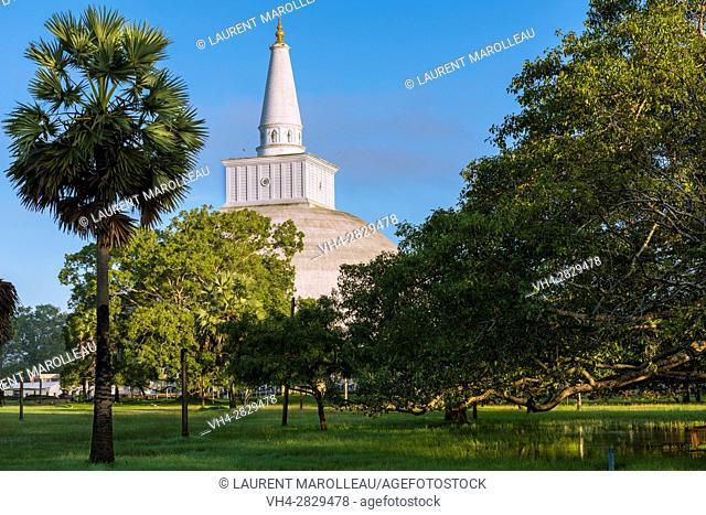 Ruwanwelisaya or Ruwanweli Maha Seya Stupa, Sacred City of Anuradhapura, North Central Province, Sri Lanka, Asia