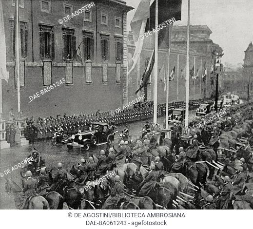 Papal procession along the streets of Rome on the occasion of Pope Pius XII's (Eugenio Maria Giuseppe Pacelli, 1876-1958) visit to the Quirinale, December 28