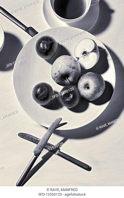 Food art: apples and knives (inspired by Moholy Nagy)