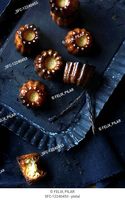 Canelés with vanilla pods