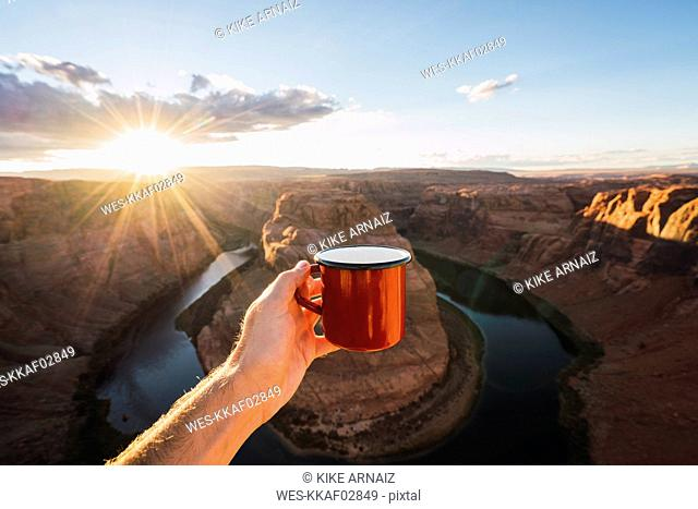 USA, Arizona, Colorado River, Horseshoe Bend, young man holding red cup
