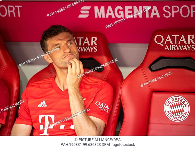 31 August 2019, Bavaria, Munich: Soccer: Bundesliga, Bayern Munich - FSV Mainz 05, Matchday 3 in the Allianz Arena. Thomas Müller from Munich sits on the bench