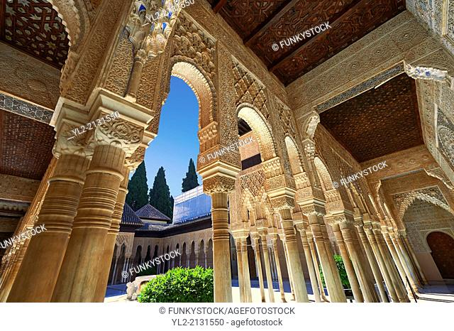 Arabesque Moorish architectureof the Patio de los Leones (Court of the Lions) of the Palacios Nazaries, Alhambra. Granada, Andalusia, Spain