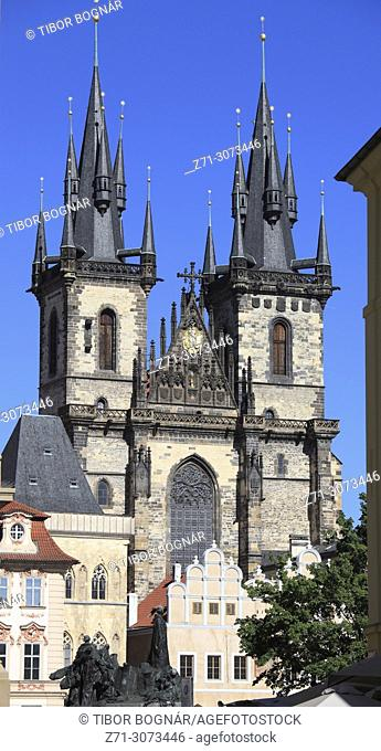 Czech Republic, Prague, Old Town Square, Jan Hus monument, Our Lady of Tyn Church,