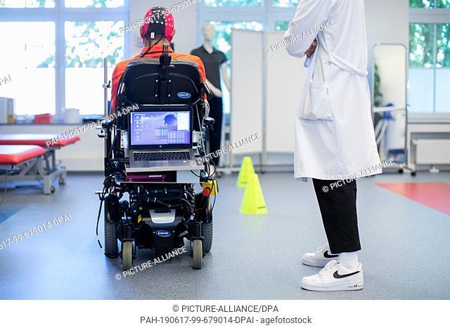 17 June 2019, North Rhine-Westphalia, Bochum: Sarshar Manoucheher, a paraplegic patient, drives with his wheelchair through a parcours