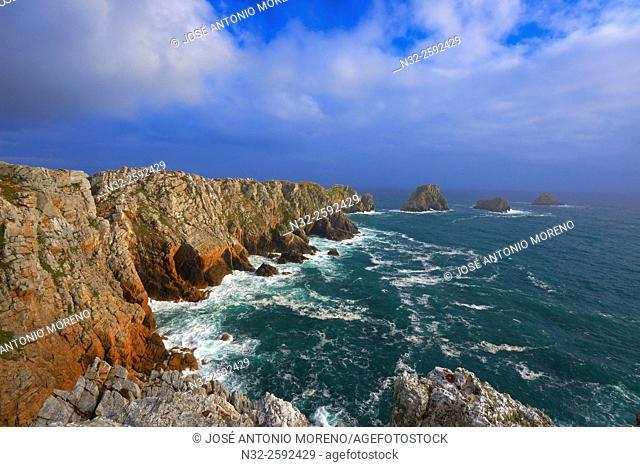 Pointe de Penhir, Cliffs, Rocky coast, Camaret Sur Mer, Finistere, Armorique regional natural park, Crozon peninsula, Chateaulin District, Bratagne, Brittany