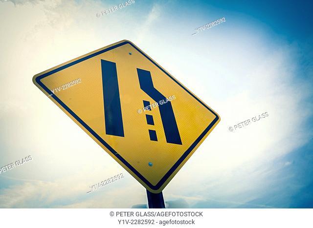 Lane changing sign