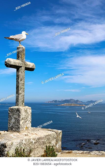 Monterreal castle, Cies Islands in the background, Baiona, Pontevedra, Galicia, Spain