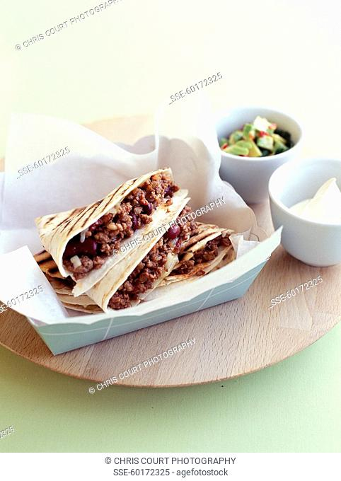 Ground beef with onions in pitta bread